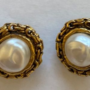CHANEL Vintage Earrings Pearl Cabochon Gold Chain